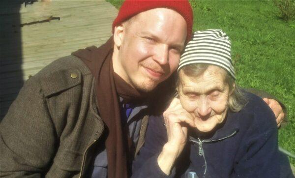 Runoilija Ville Hytönen koluaa Viron pieniä paikkoja