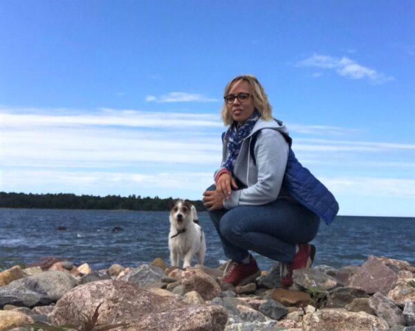 Viinanjuontia, rautaromua ja pyhiä paikkoja. Mitä suomalaiset runot kertovat Virosta?